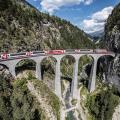 Rhätische Bahn: Das Landwasserviadukt ist eine 65 Meter hohe und 136 Meter lange Eisenbahnbrücke in der Nähe des Bahnhofs Filisur. Rund 22 000 Züge pro Jahr überqueren das Viadukt (Bild: zVg)